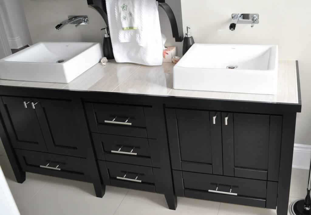 Vanit de salle de bain en merisier teint et verni for Hauteur comptoir salle de bain
