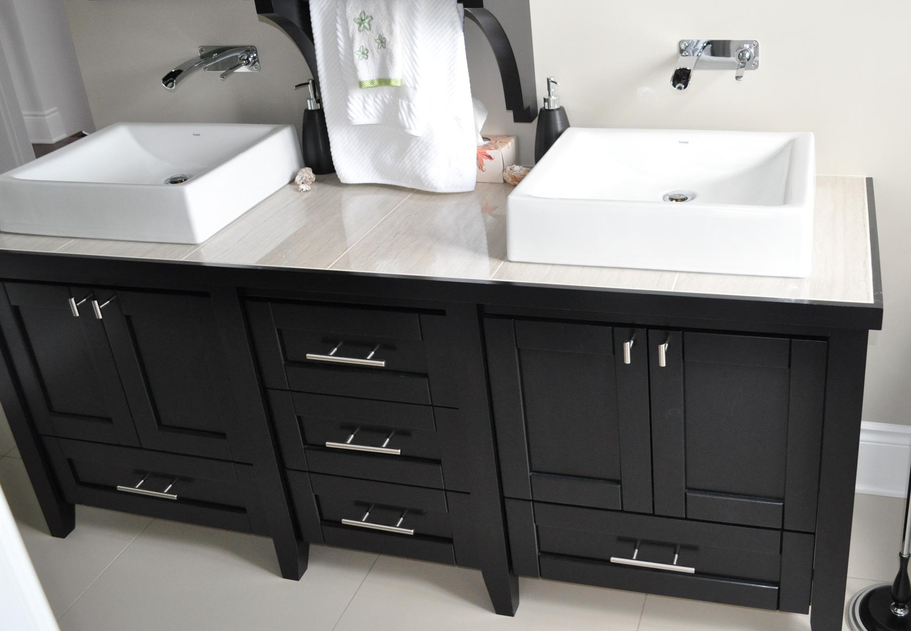 Vanit de salle de bain en merisier teint et verni for Dessus comptoir salle de bain
